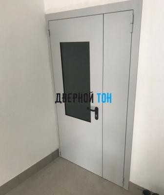 Металлическая полуторная остекленная противопожарная дверь Ei 60 RAL 7035