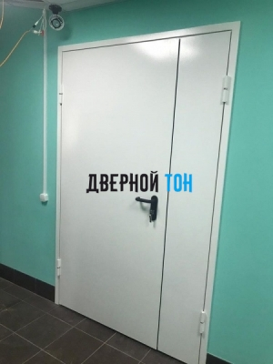 Металлическая полуторная противопожарная дверь Ei 60 RAL 9016