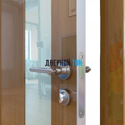 Гладкая дверь модель ДГ 504 глянец с алюминиевым торцом анегри темный стекло белое