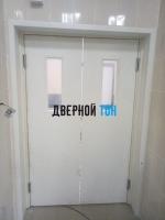 Маятниковая гладкая композитная белая дверь Aquadoor
