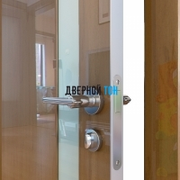 Гладкая дверь модель ДГ 507 глянец с алюминиевым торцом анегри темный стекло белое
