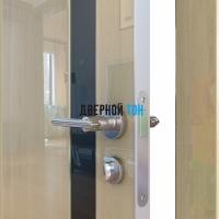 Гладкая дверь модель ДГ 507 глянец с алюминиевым торцом анегри светлый стекло черное