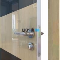Гладкая дверь модель ДГ 508 глянец с алюминиевым торцом анегри светлый стекло черное