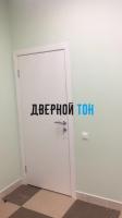 Гладкая белая дверь Капель (телескопическая коробка)